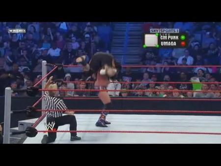 CM Punk se borrando com o Umaga nos ombros!